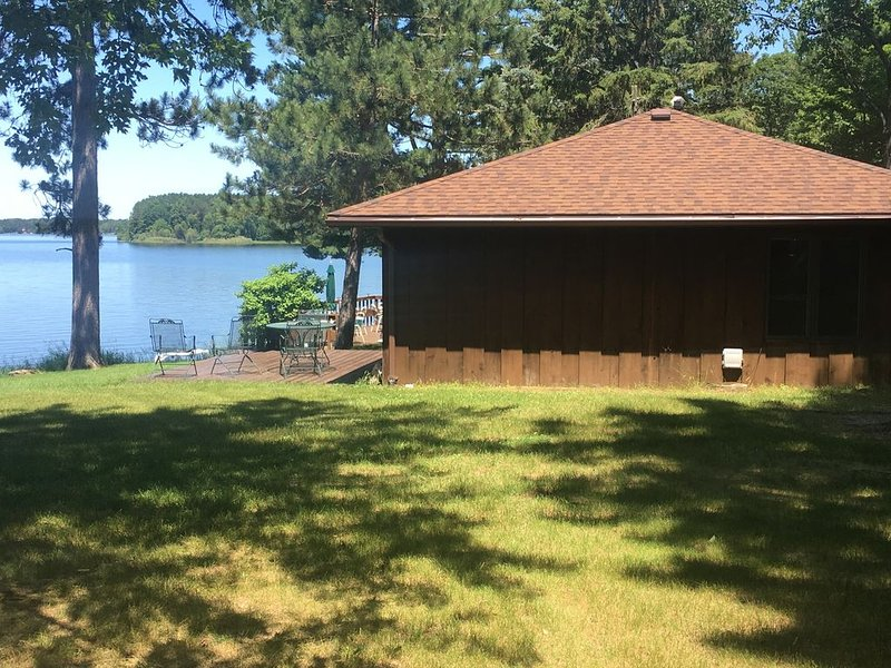 Waterfront 3 Bedroom Cottage on Beautiful Lake Nokomis, holiday rental in Harshaw