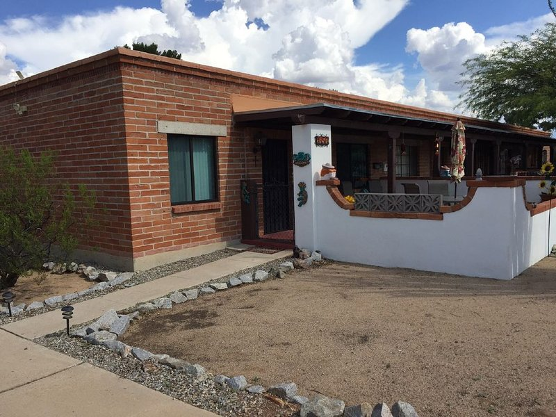 COMFORTABLE !  Great 2 bedroom villa in 55+ community, holiday rental in Sahuarita