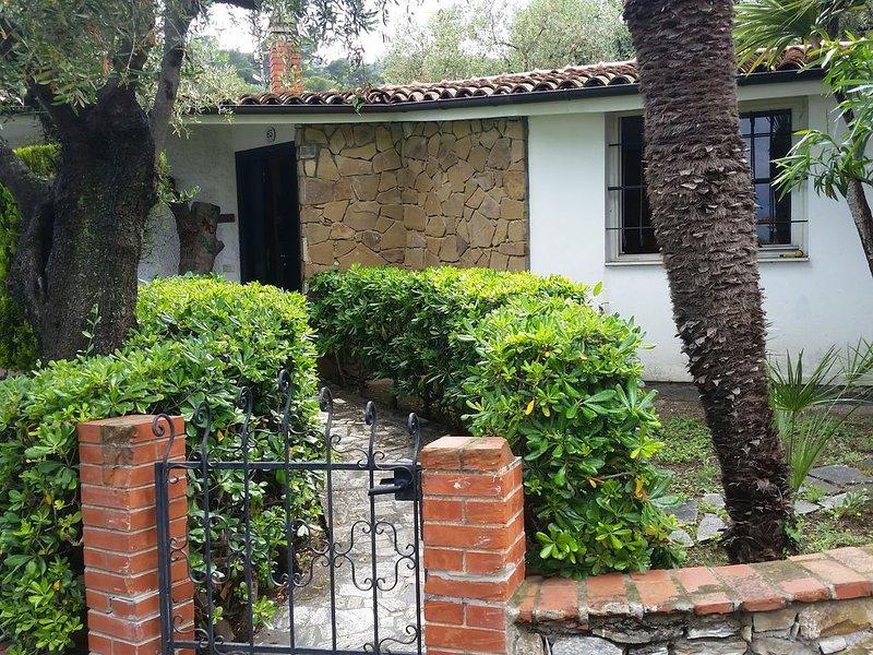 La Casa del Geco - giardino, terrazzo e mare, casa vacanza a Diano Marina