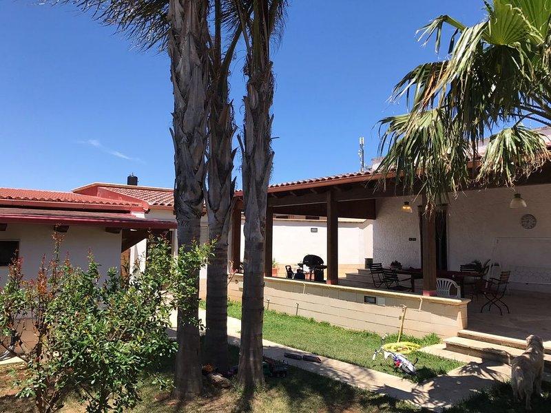 Villa indipendente con Veranda e Giardino a Porto Cesareo, holiday rental in Salmenta