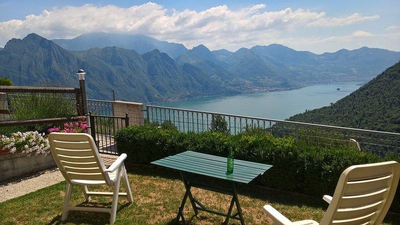 UN PASSO DAL PARADISO - CIR 016102-CNI-00004, location de vacances à Solto Collina