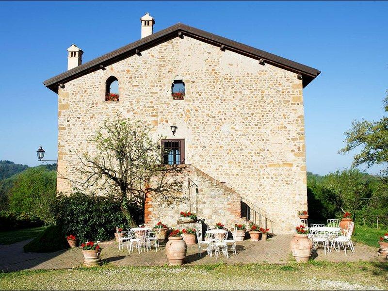 Casa Tufo ex convento di Carmelitani Calzati, holiday rental in Zocca