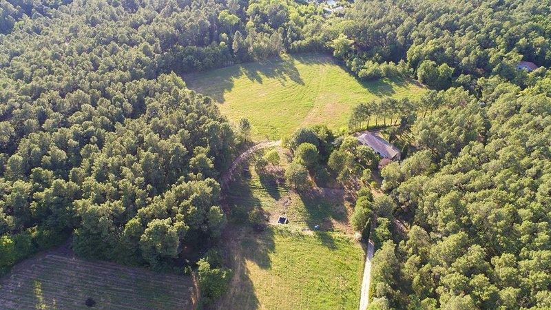 Gîte Très Nature Ventoux Sud , 8ha de verdure, plan d'eau, Domaine viticole Bio, holiday rental in Mormoiron