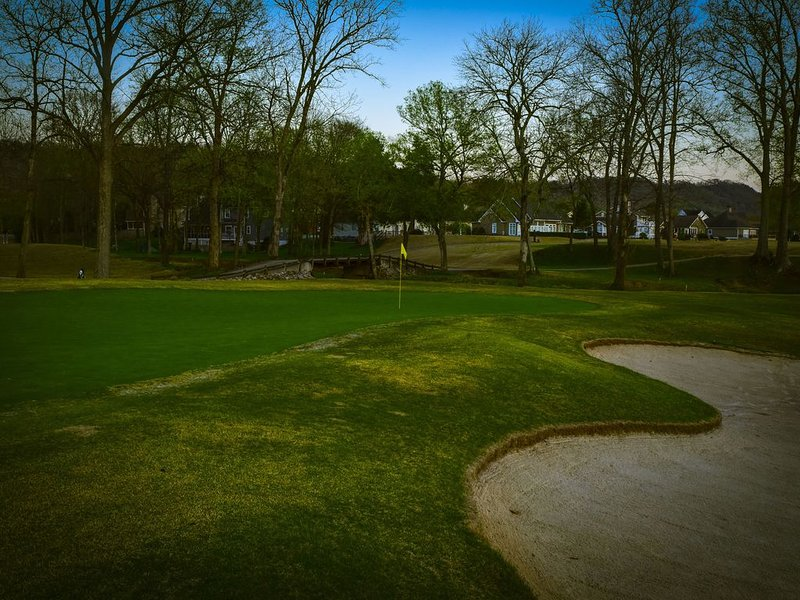 Special Low Rates!!! Golfers' Paradise: Lg Term Corp. Rental on  Golf Course, holiday rental in Ooltewah