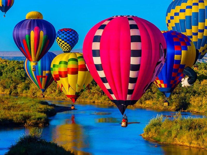 Balloon Fiesta large room, for 4+ people, aluguéis de temporada em Los Ranchos de Albuquerque
