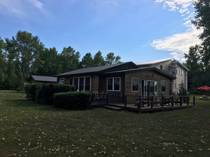 Cozy lakefront home with expansive views 25 minutes from Burlington, holiday rental in South Hero