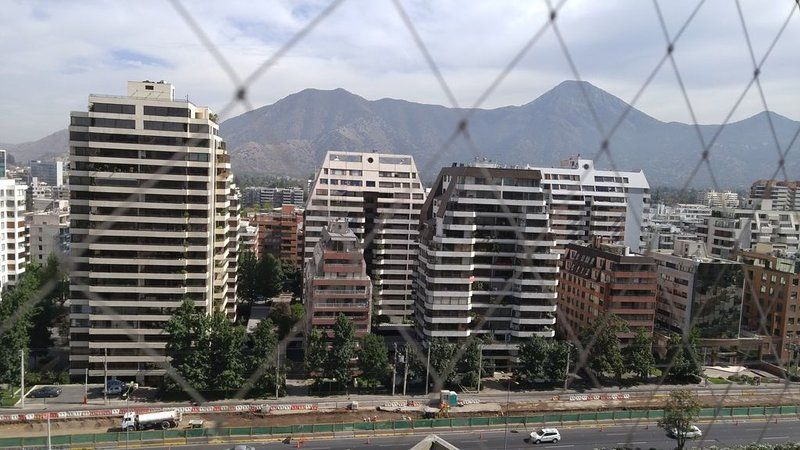 Large Family Friendly Apt with the best views of the Mountains and City, holiday rental in Chicureo