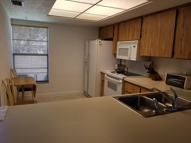 Palm River Estates - Courtwood, holiday rental in North Naples