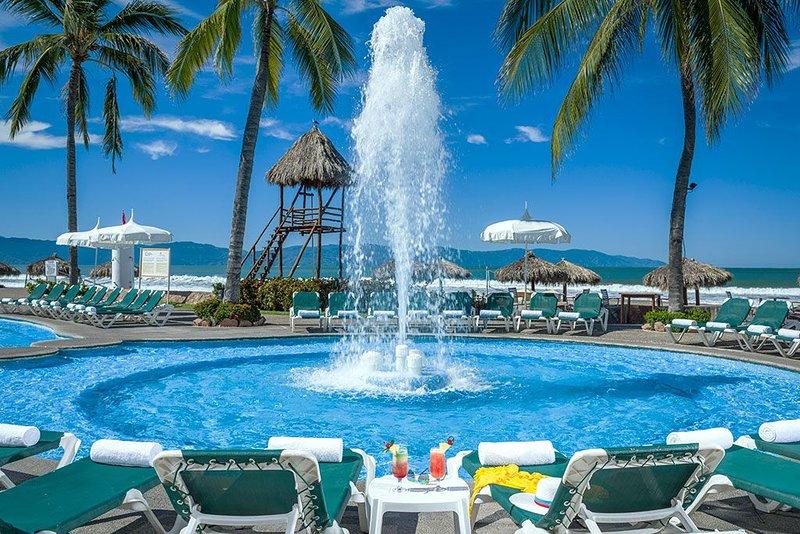 Sea Garden Resort - 1 Bedroom - Beachfront - Family Friendly, holiday rental in Nuevo Vallarta