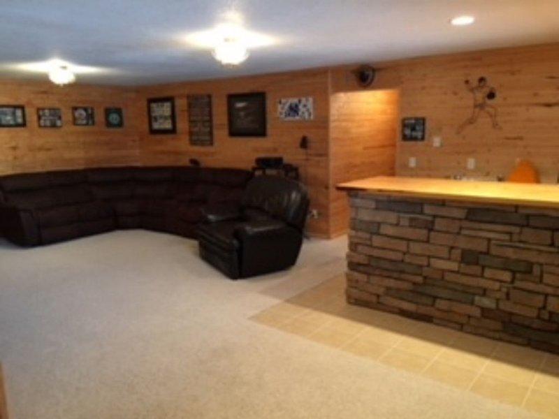 Beautiful 5 bedroom 3 Bathroom home located inbetween Rapid City and Sturgis, holiday rental in Piedmont