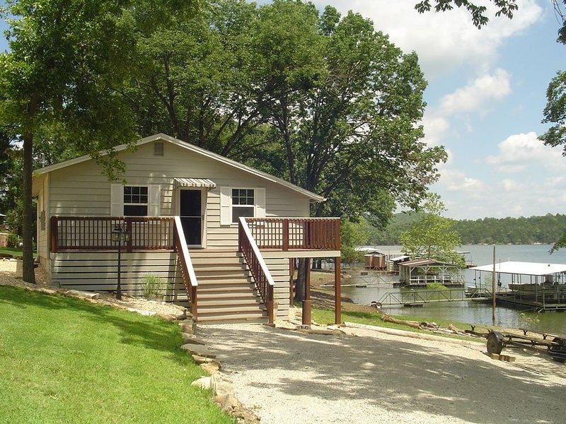 The Cottage At Hideaway (Table Rock Lake) Lake Front, casa vacanza a Galena