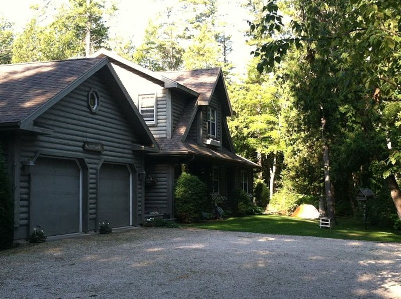 Beautiful log home on 5 acres just steps away from Lake Michigan, holiday rental in Gills Rock
