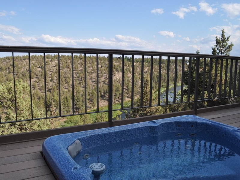 River views!  Close to pool & river trail access with FREE Wifi, holiday rental in Crooked River Ranch