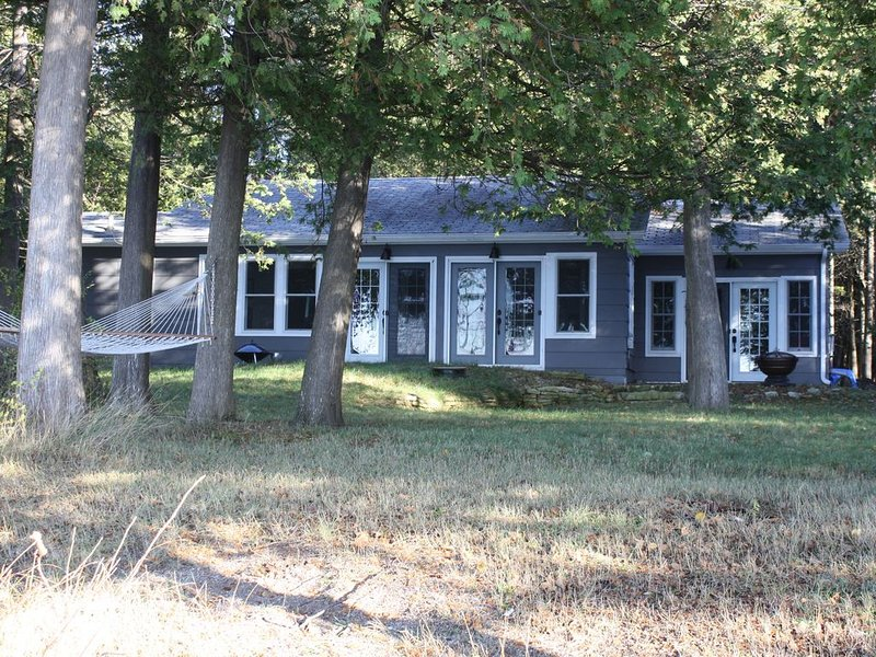A newly renovated cottage on the Green Bay waters, alquiler de vacaciones en Menominee