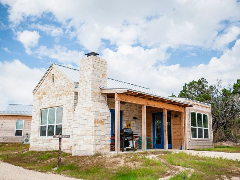 10 Casita Hill Country Estate, Great Views, vacation rental in Dripping Springs