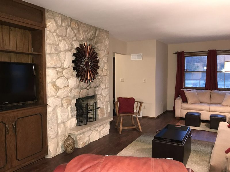 Renovated!  Close to airport, downtown Milwaukee, and many other attractions!, vacation rental in West Allis