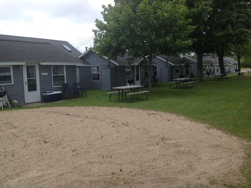 Beautiful Northern Michigan - Houghton Lake Cabins (2 to 38 guests), aluguéis de temporada em Higgins Lake