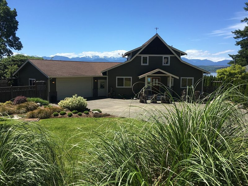 Poulsbo Waterfront Retreat w/ Hood Canal and Olympic mountain views, holiday rental in Poulsbo