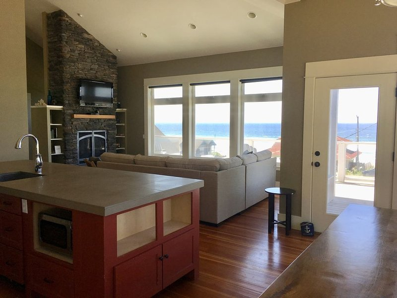 Panoramic Pacific Ocean views for both summer sunsets & winter storm watching!, vacation rental in Otis