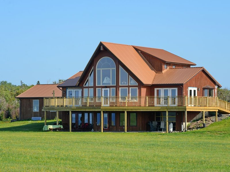 Nautical Retreat & Rentals-Beautiful Bayfield Apartment, holiday rental in Bayfield