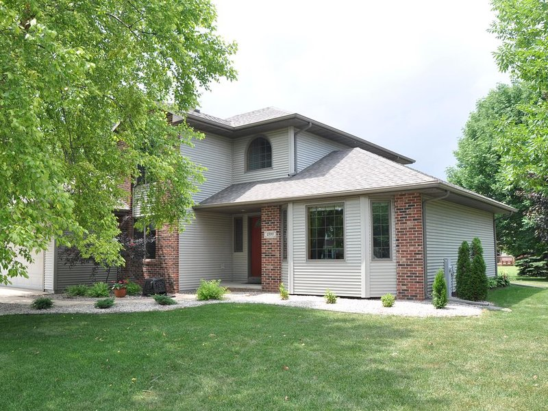 EAA House for Rent, sleeps 3-10, use of mini van negotiable, vacation rental in Oshkosh