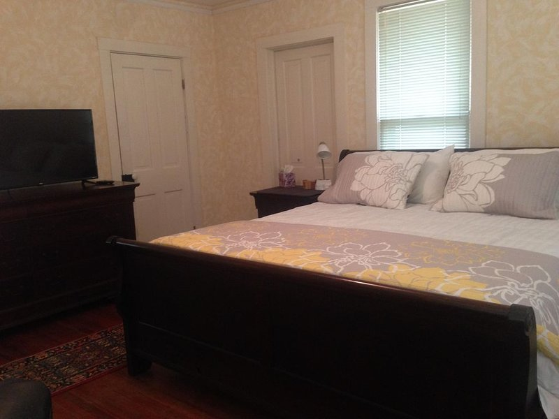 1870's Queen Ann Victorian located near KU and downtown, casa vacanza a Lawrence