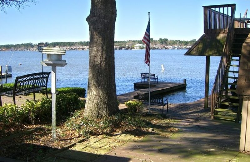 Family fun Lake House on the Shores of Beautiful Lake Conroe, vacation rental in Willis