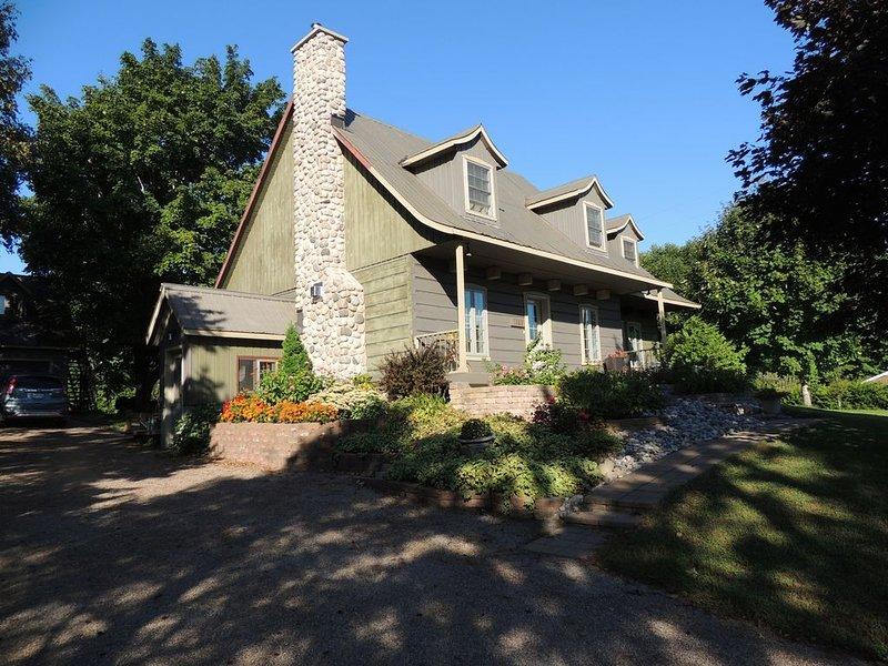 Ottawa Log Home With A View, alquiler de vacaciones en Cumberland