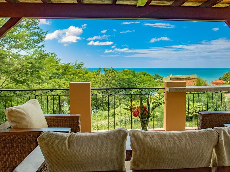 BEAUTIFUL OCEAN-VIEW HOME IDEAL FOR SURFING, FAMILY FUN OR ROMANTIC GET-AWAY, vacation rental in Popoyo