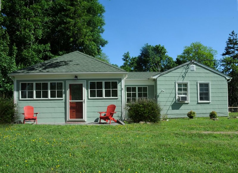 Charming, Renovated Island Cottage - Shelter Island License #:  ********, vacation rental in Shelter Island