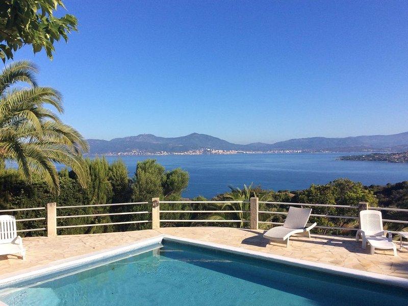 Superbe villa avec vue à 180 degrés sur le Golfe D'Ajaccio et les Sanguinaires, location de vacances à Pietrosella