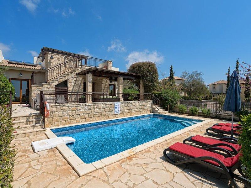 Luxury villa, private heated pool, huge roof terrace and great views, alquiler vacacional en Kouklia