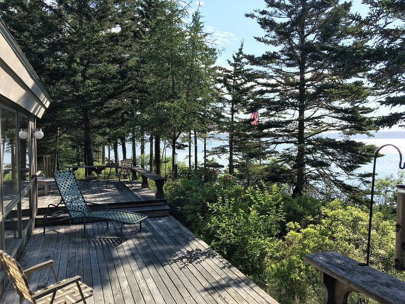 Architectural waterfront home. Wake up by the sea!, holiday rental in Southwest Harbor