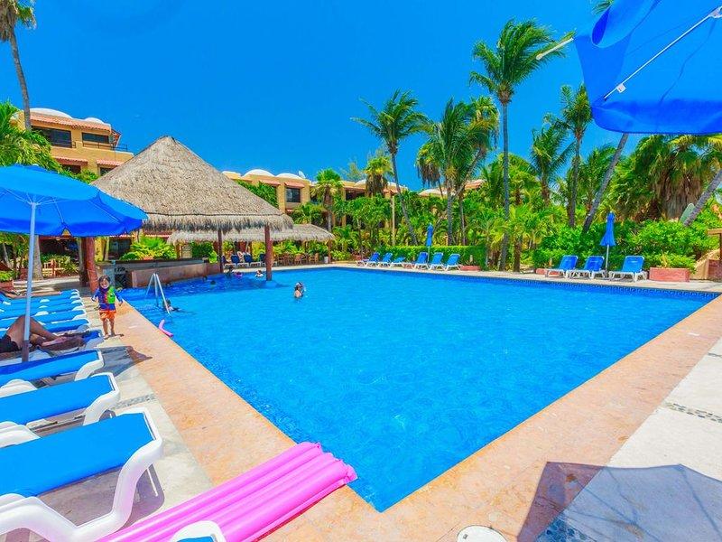 Nautibeach Condo #4 Beachfront and pool paradise, alquiler de vacaciones en Playa Mujeres