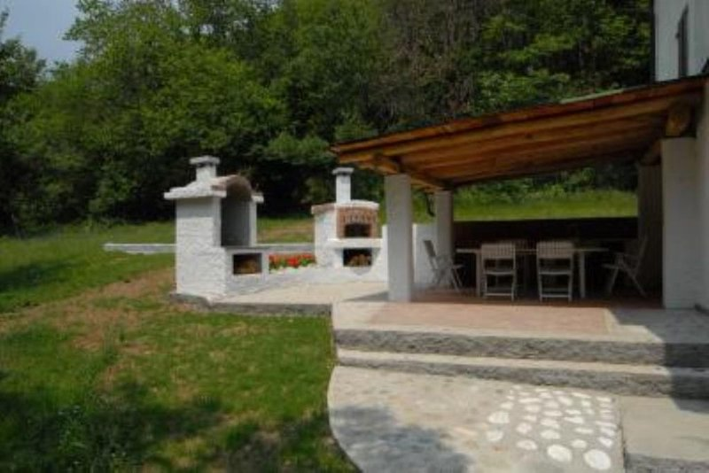 Altare: Casa con giardino, immersa nella natura comoda al mare, vakantiewoning in Altare