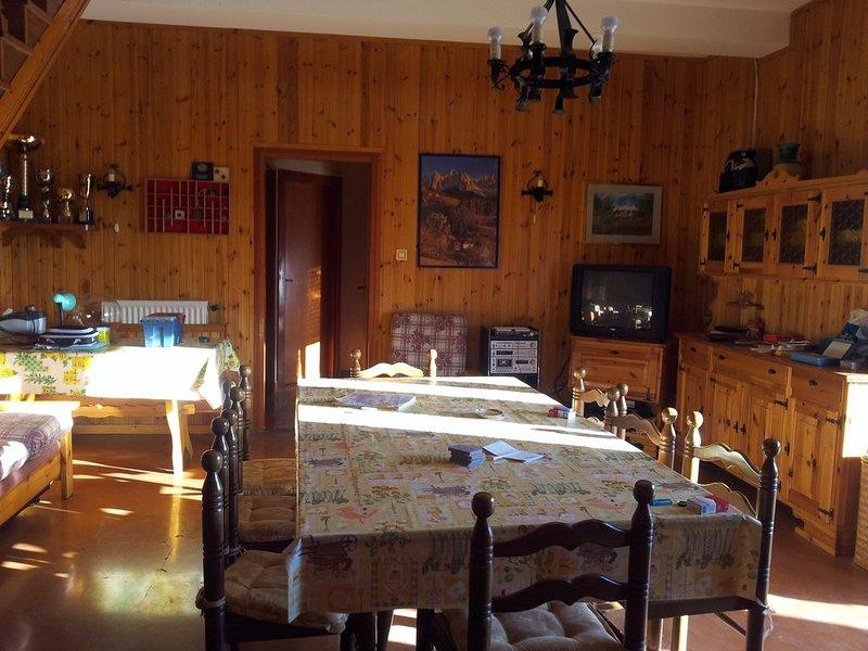 Villa panoramica sul Lago del Turano, holiday rental in Pescorocchiano