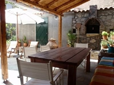 Traditional cooking and dining under the shade