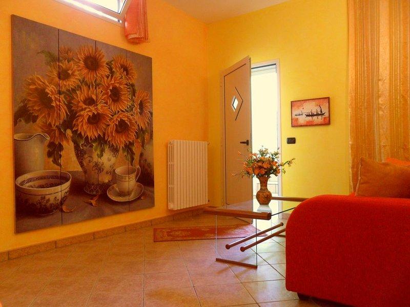 SILVIA DOMUS GIRASOLI - VACANZE MARE MOVIDA RELAX - 5 PL A 5 MINUTI DA GALLIPOLI, holiday rental in Chiesanuova