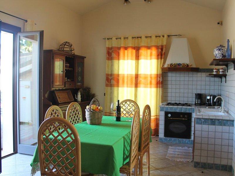 mansarda, autonoma  climatizzata, fa parte della villa dove vive la proprietaria, casa vacanza a Capo Negro