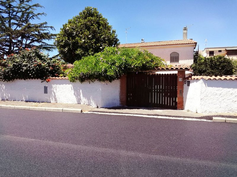 Grazioso appartamento a pochi passi dalla stazione e dal centro di Ladispoli,, holiday rental in Passo Oscuro