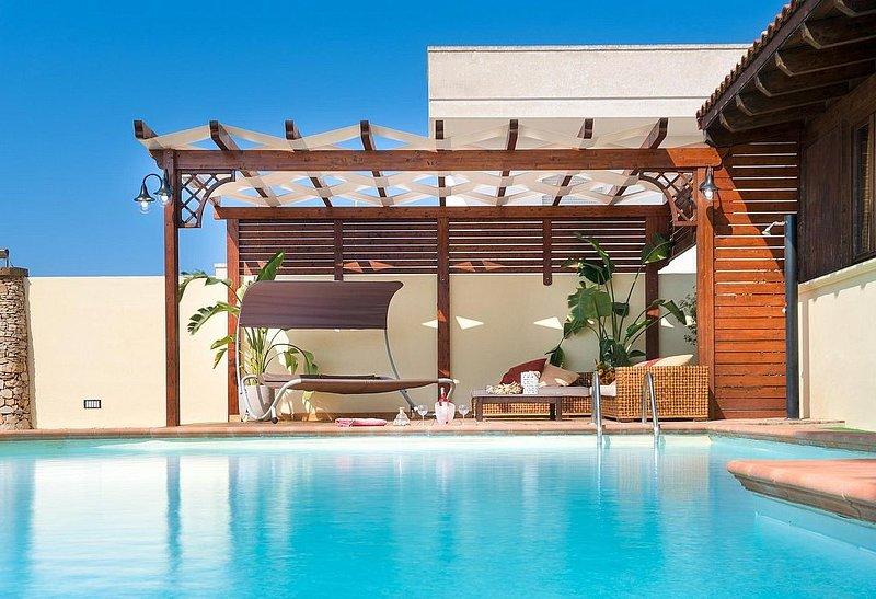 Villa Plutone: Una gradevole ed accogliente villa situata in posizione tranquill, vacation rental in Marina di Mancaversa