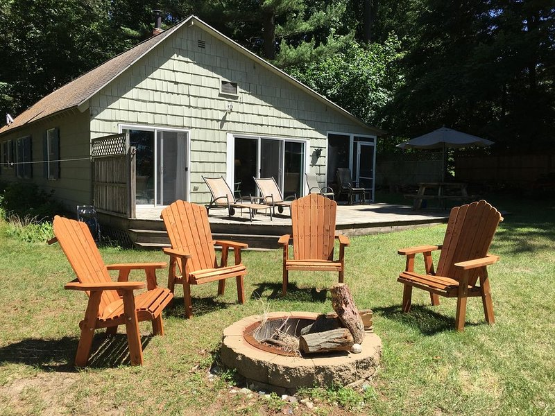 White Pines  Lake Michigan Cottage-New AC!, holiday rental in Muskegon County