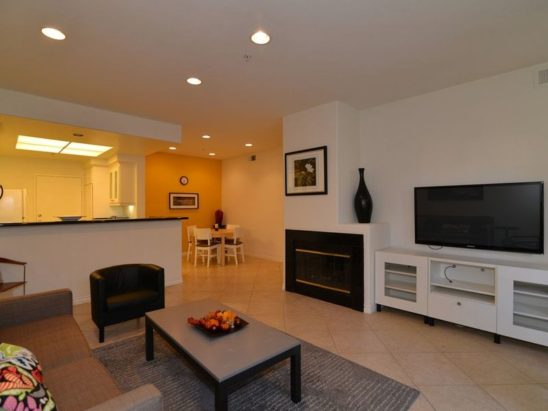 Irvine Resort Style 2 bedrooms/2 bathrooms furnished, 1 floor, attached garage, holiday rental in Tustin
