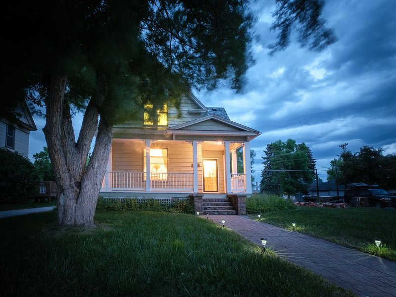 Beautiful 1900 Victorian home located in historic downtown Sheridan, WY, holiday rental in Ranchester
