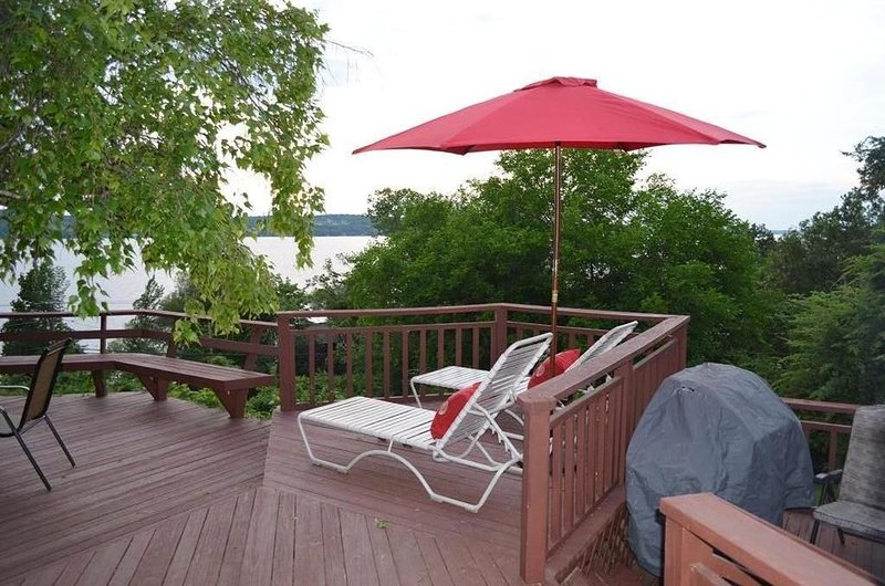 Canandaigua Lake Million Dollar Lake Views And Sunsets!, alquiler vacacional en Middlesex