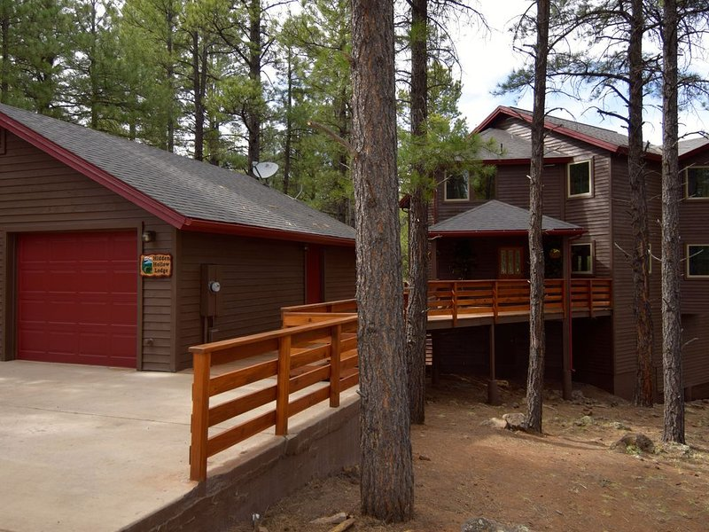Million Dollar Exclusive Cabin On 5 Acres, 3 Mi from downtown, casa vacanza a Flagstaff