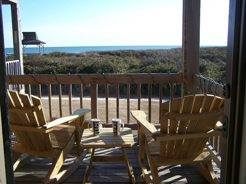 Affordable, Oceanfront in Duck!!!   Perfect for a couple or small family!!, alquiler de vacaciones en Kitty Hawk