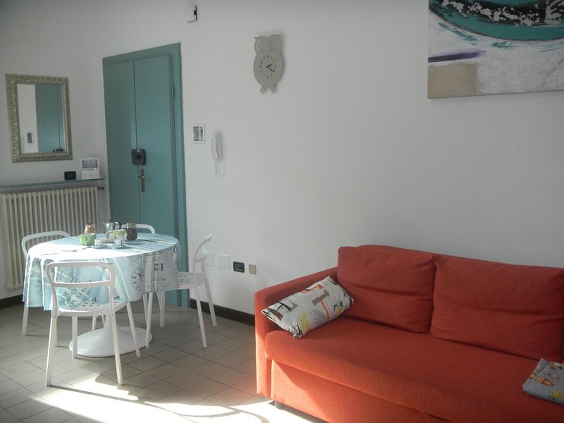 Un nido in pieno centro , ideale per coppie o piccole famiglie .Posto auto, holiday rental in Province of Ravenna