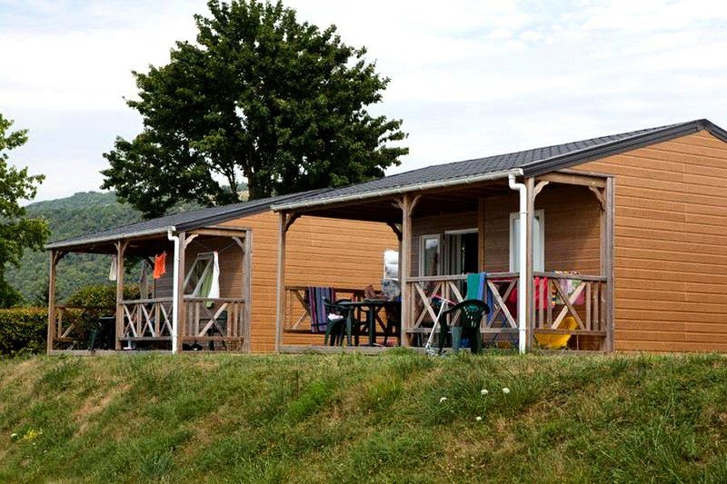 Camping Le Lac du Lit du Roi **** - Chalet Cannelle 3 Pièces 5 Personnes, location de vacances à Artemare