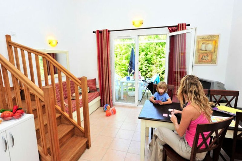 Résidence Goélia Le Mas Des Arènes*** - 4 Pièces 8 Personnes, vacation rental in Saint-Martin-de-Crau